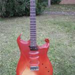 chitarra bolt-on, corpo in Salice, manico i n Acero, tastiera in Palissandro